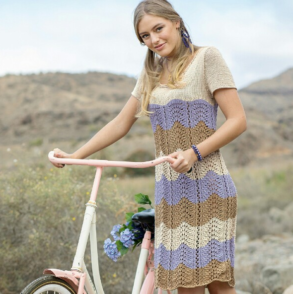 трехцветное платье ___ основа для идей в подборе цветов пряжи и их сочетании и расположении