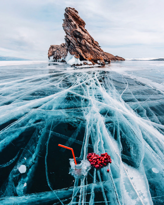 I-Walked-On-Frozen-Baikal-The-Deepest-And-Oldest-Lake-On-Earth-To-Capture-Its-Otherworldly-Beauty-Again-5abcae8488cdb__880 (560x700, 510Kb)