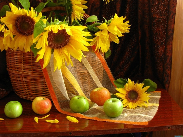 sunflowers_shopping_leaves_apples_table_curtains_still_life_20286_1152x864 (700x525, 208Kb)