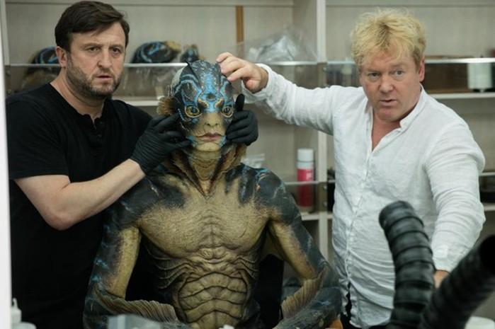 Как выглядит морской монстр из фильма «Формы воды» в костюме и без него