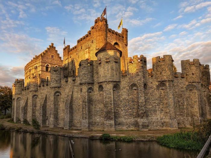 30. ghent-Gravensteen-castle-Belgium (700x525, 426Kb)