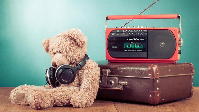 Teddy_bear_Radio_Colored_background_Headphones_521312_1920x1080 (700x393, 43Kb)