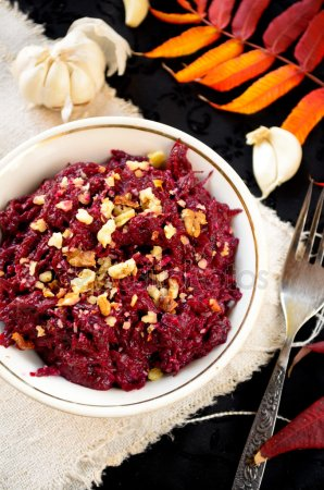 depositphotos_86651216-stock-photo-fresh-beet-salad-with-garlic (298x450, 42Kb)