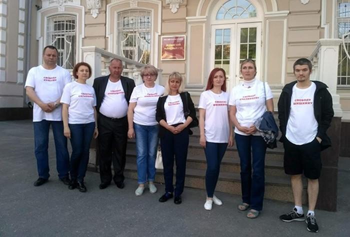 «Родительская сеть»: как в России спасают детей отФСБ