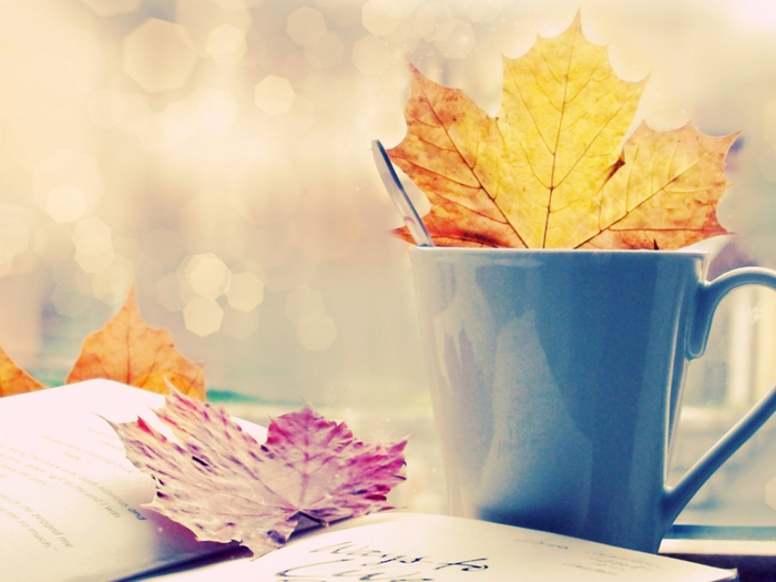 autumn-maple-leaves-in-coffee-cup--1280x960 (700x525, 313Kb)