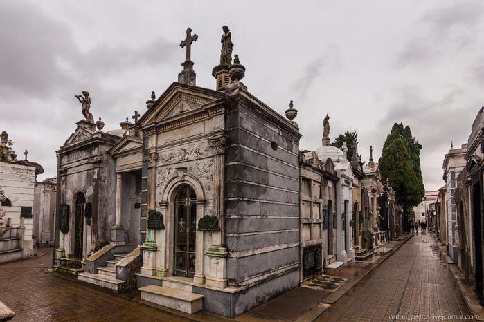 кладбище реколета 1 (700x466, 370Kb)
