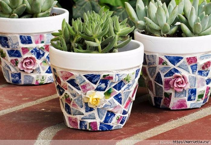 Декор цветочных горшков. Мозаика из битых тарелок (1) (700x481, 293Kb)