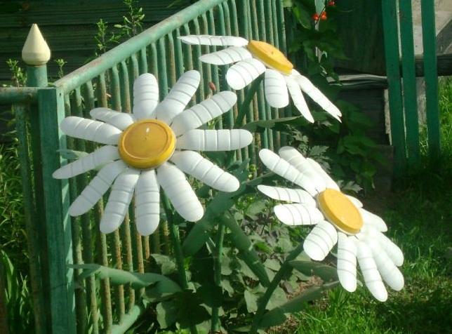 Цветы для сада из бутылок