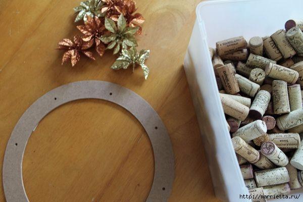 Декоративный венок из винных пробок (2) (600x400, 118Kb)