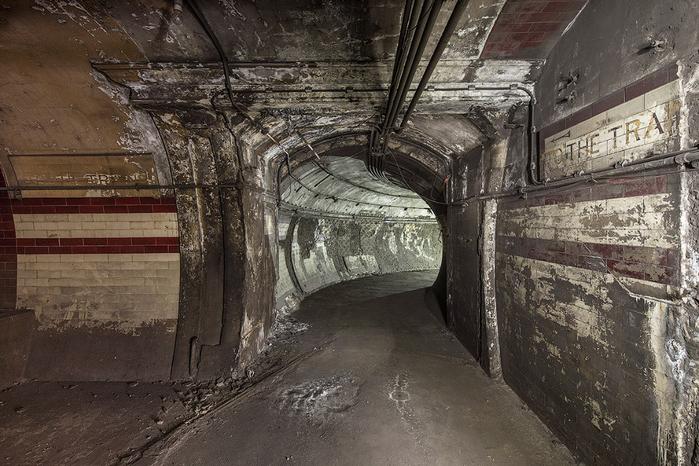 заброшенные туннели лондонского метро 7 (700x466, 388Kb)