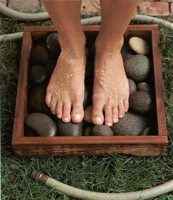 1. Коробка с галькой для грязных ног (605x700, 543Kb)