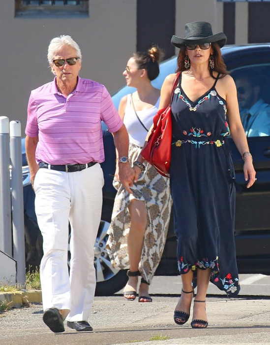 Michael-Douglas-Catherine-Zeta-Jones-France-June-2016 (2) (549x700, 373Kb)