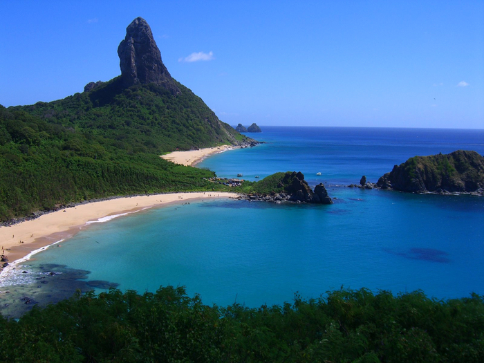 1. № 10. Фернанду-ди-Норонья, Бразилия. (700x525, 388Kb)