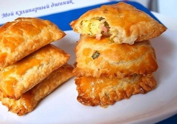 Пирожки из слоеного теста с зеленым луком, сыром и ветчиной/3290568_sloiki (601x421, 591Kb)