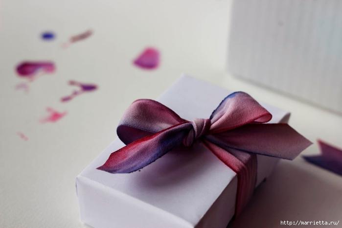 Красим бант для упаковки подарков (4) (700x466, 123Kb)