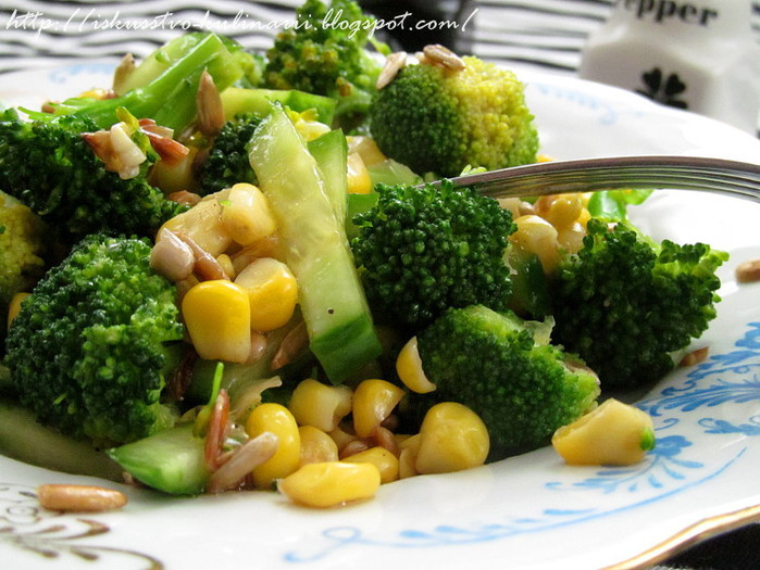 Салат из огурцов, брокколи и кукурузы/3407372_ (700x525, 116Kb)
