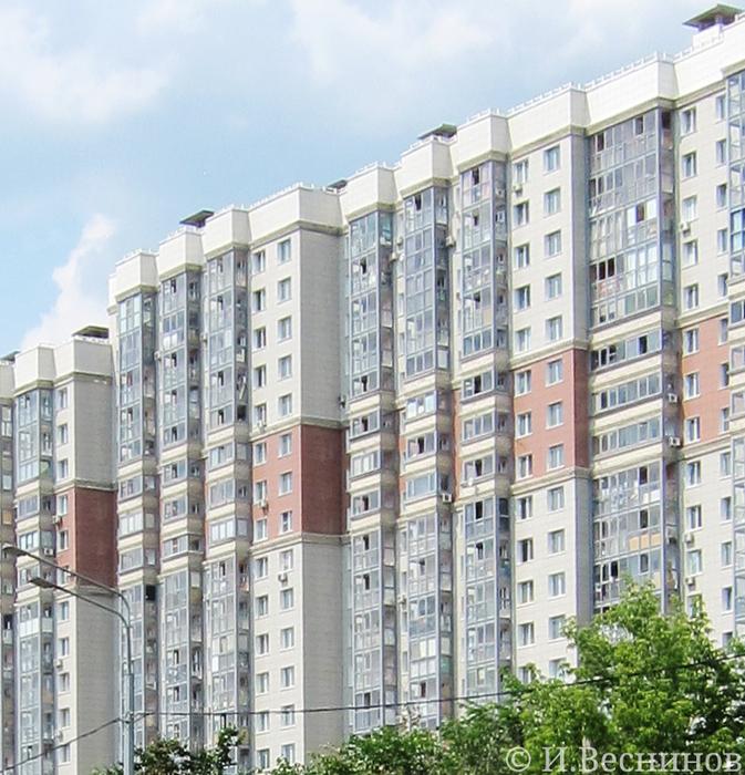 Новостройки в Изумрудных Холмах города Красногорска Московской области - хлам на балконах и лоджиях