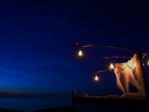 Nkwichi-Lodge-Star-bed-at-night (523x393, 40Kb)