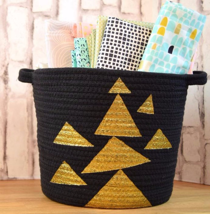 Original_Jennifer-Perkins-repurposed-basket-gold-painted-triangles.jpg.rend.hgtvcom.966.725 (689x700, 458Kb)