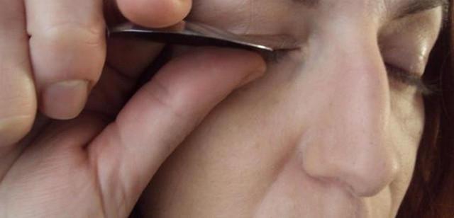 Как правильно подкручивать ресницы