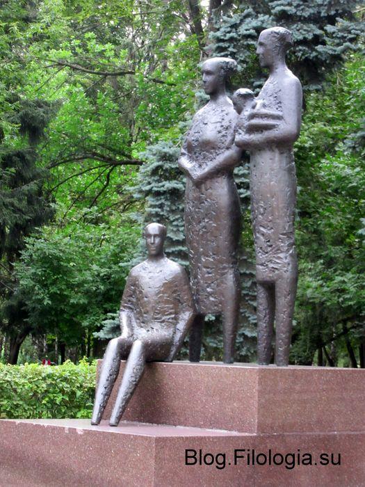 """Скульптура """"Дети мира"""" в парке Дружба в Москве. Дар города Хельсинки. (525x700, 97Kb)"""