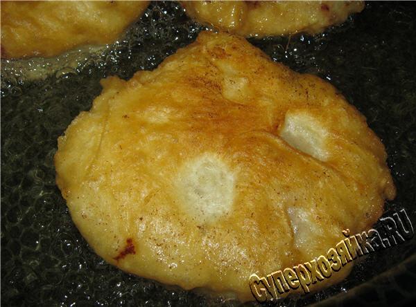 Дрожжевое тесто приготовить в сковороде