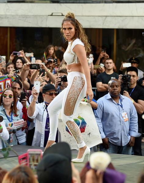 Jennifer+Lopez+Jennifer+Lopez+Lin+Manuel+Miranda+CeBMIC-W6-Gl (472x600, 255Kb)