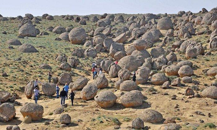 каменные шары на полуострове Мангыстау 1 (700x420, 404Kb)