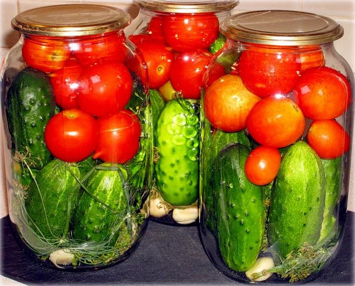 Огурцы-с-помидорами-и-перцем-на-зиму (700x563, 558Kb)