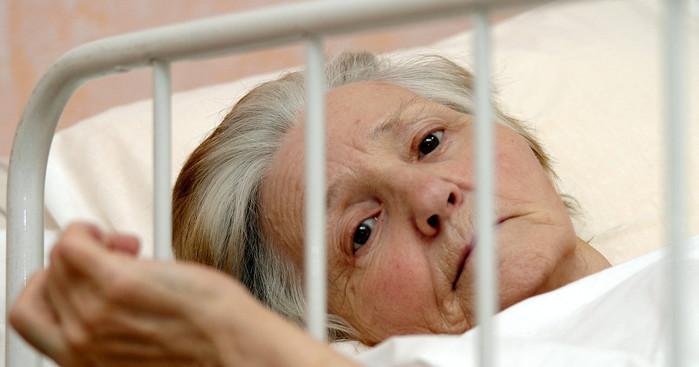 Старикам здесь не место. Почему не лечат пожилых (700x367, 60Kb)