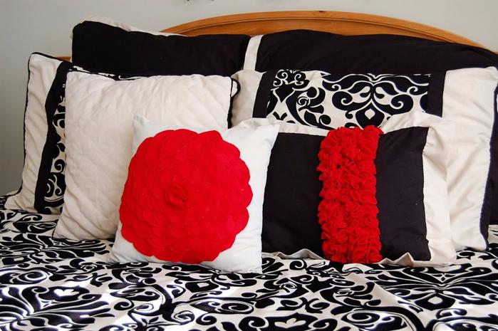 подушка с рюшами (700x465, 369Kb)