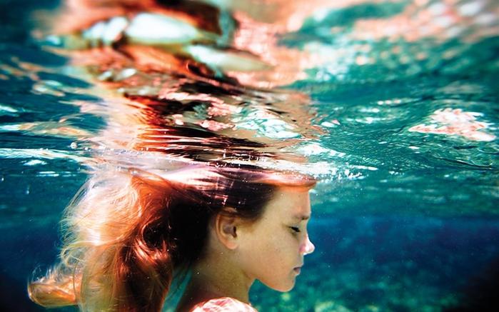 women_redheads_underwater_1280x800_wallpaper_Wallpaper HD_2560x1600_www.paperhi.com (700x437, 248Kb)
