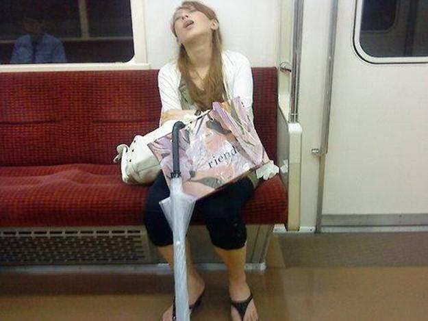 Веселая подборка фотографий спящих людей