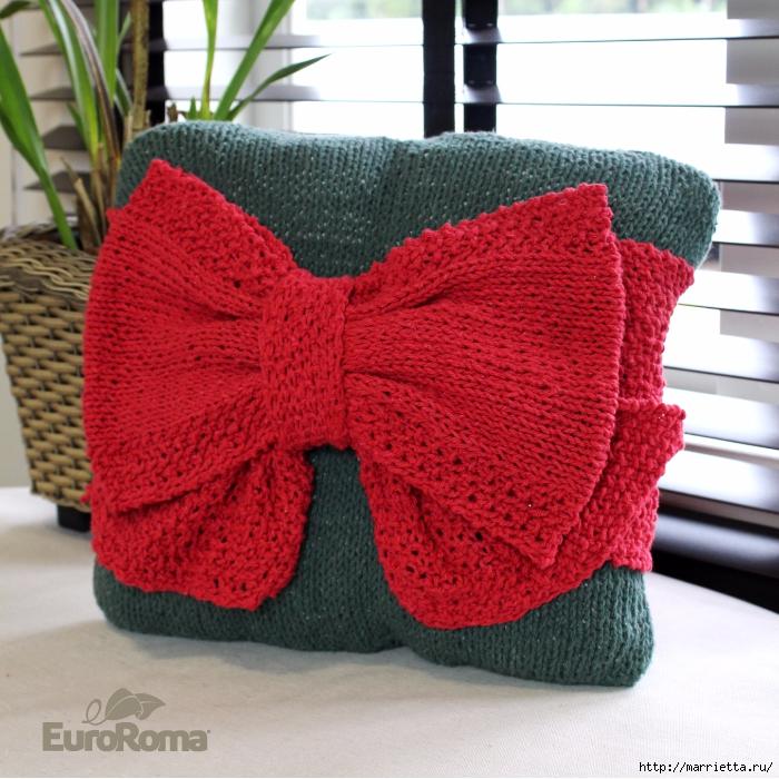 Рождественская подушка спицами с большим бантом (1) (700x700, 405Kb)