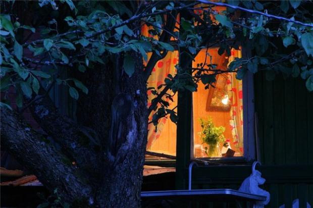 свет в окне 1 (620x412, 279Kb)