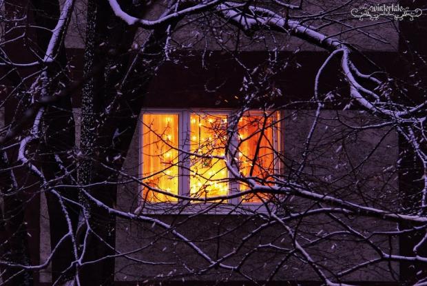 свет в окне 5 (620x415, 344Kb)