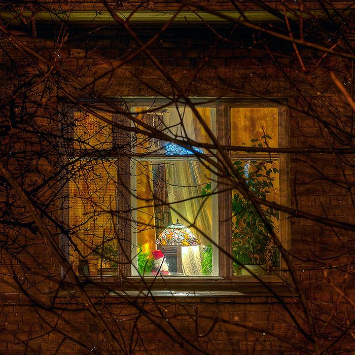 свет в окне 8 (700x700, 826Kb)