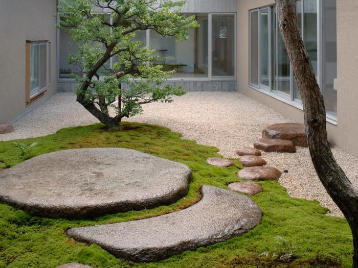 RX-DK-GDN16803_modern-courtyard_s4x3.jpg.rend.hgtvcom.1280.960 (700x525, 442Kb)