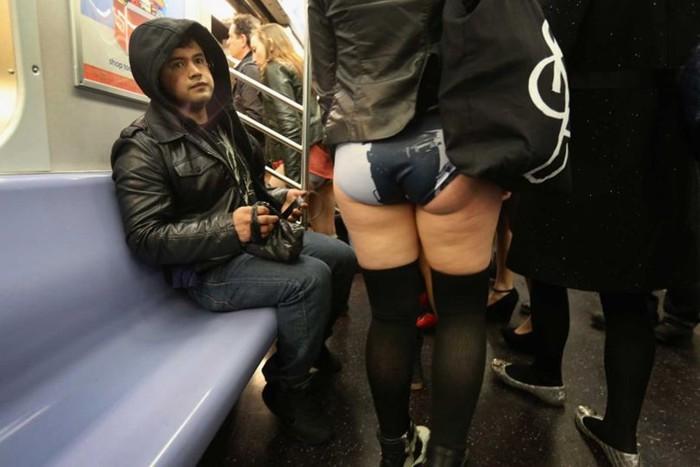 Люди в метро, похожие на известных политиков