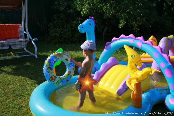 �ома в бассейне (700x466, 307Kb)