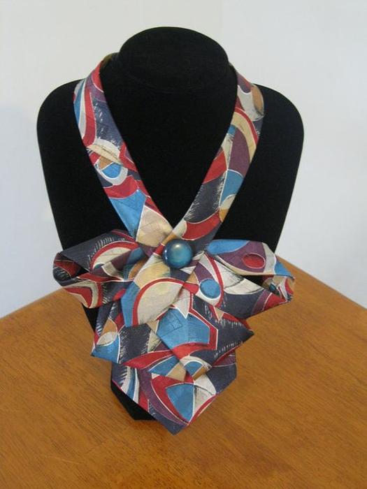 Украшения из галстуков своими руками