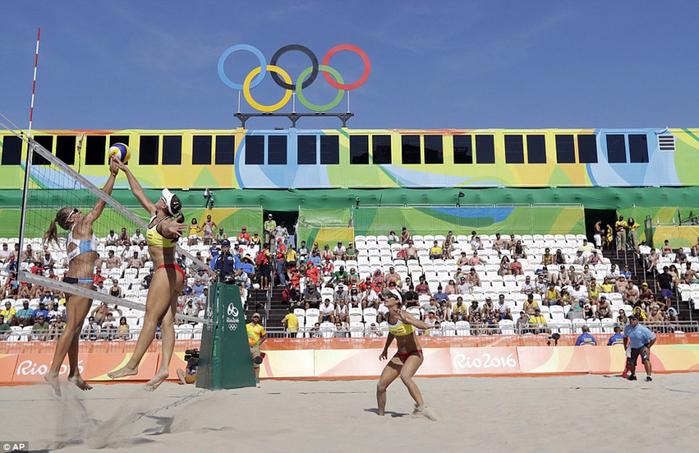 пляжный волейбол на Копакабана фото 2 (700x453, 393Kb)