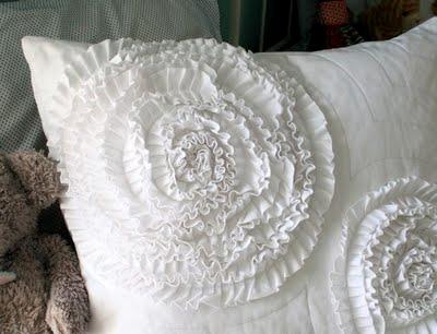 Шьем сами. Интересный декор подушки и одеяла воланами (3) (400x306, 104Kb)