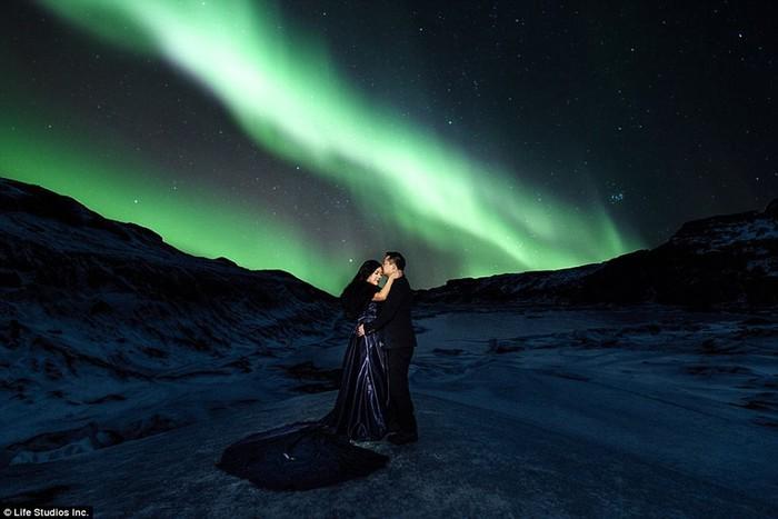 Красивая фотосессия помолвки, отснятая на ледниках Исландии