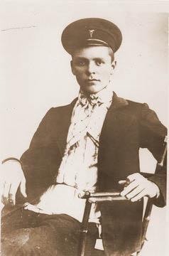 Фурманов Д.А. – ученик торговой школы в г. Иваново-Вознесенске. 1912 г. (238x360, 53Kb)