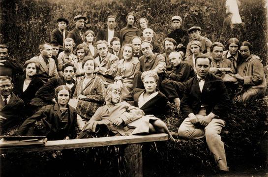 Участники театральной студии. г. Середа Ивановской обл. 20-е гг.ХХ в. (545x360, 216Kb)
