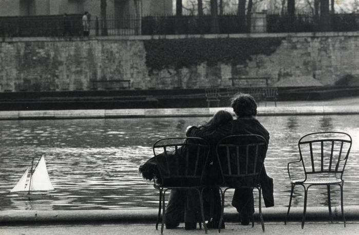 5187787_korabliIvan_Farkas_Paris_amoureux_au_jardin_des_Tuileriesvers_1960 (700x459, 56Kb)
