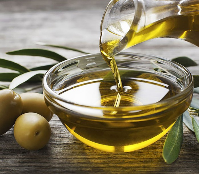 Вопрос к косметологу: может ли оливковое масло заменить крем?
