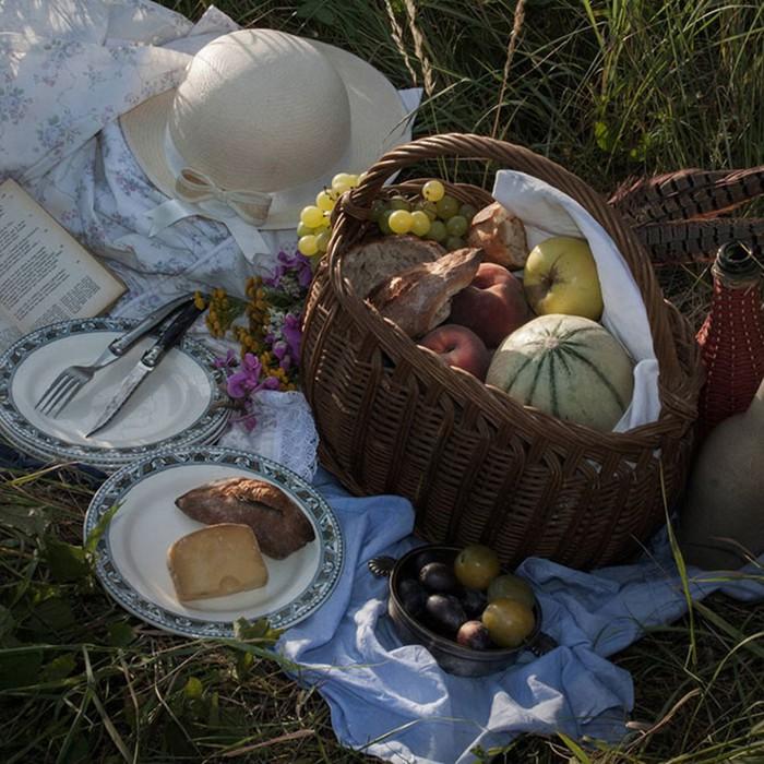 Фотограф делает реконструкцию обедов, описанных в известных литературных произведениях