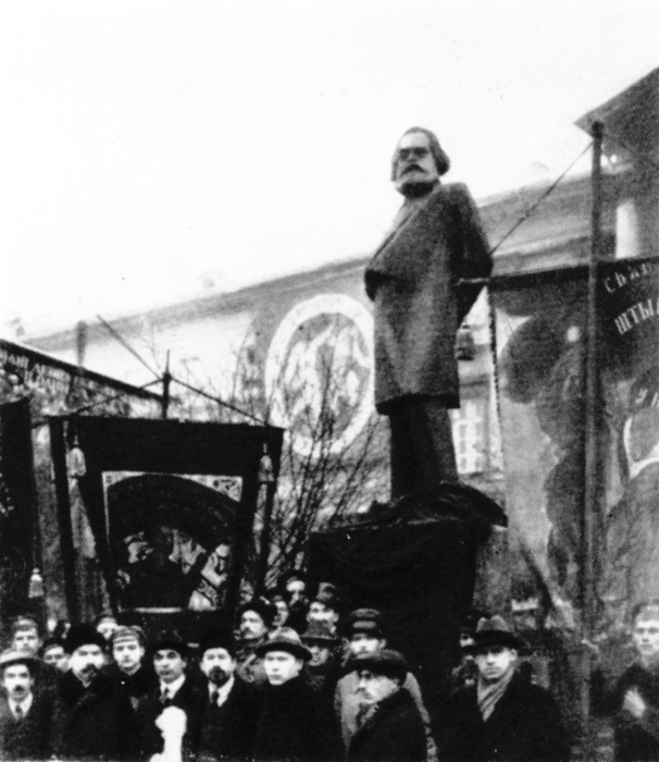 Matveev_Opening_of_Marx's_monument_Petrograd_november_7_1918 (606x700, 247Kb)
